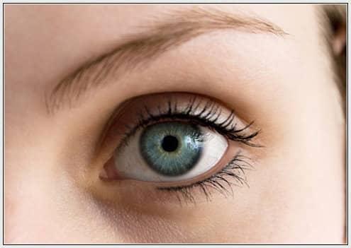 Тонкости ухода за кожей вокруг глаз и ресницами
