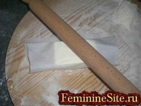 Слоеное тесто рецепт с фото - раскатать масло