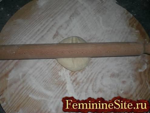 Слоеное тесто рецепт с фото - раскотать тесто