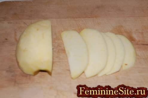 Слоеное тесто с яблоками рецепт - нарезать яблоки