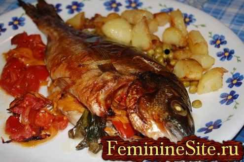Готовое блюдо рыбы запеченной