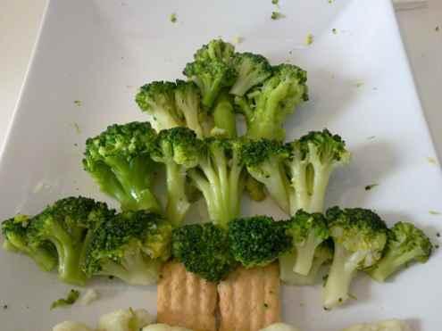 Украшение новогоднего стола -  вегетарианская елка. Фото№5